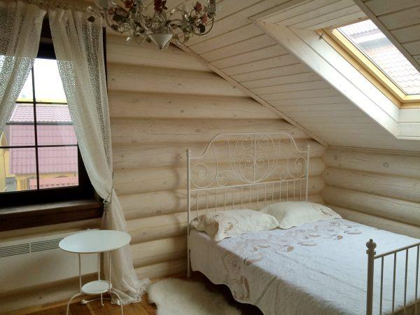 Спальня в белых тонах в проекте Синдика
