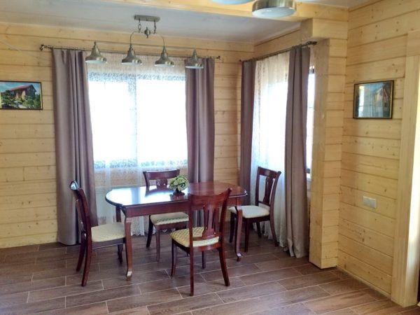 Столовая в доме из бруса Адриатика