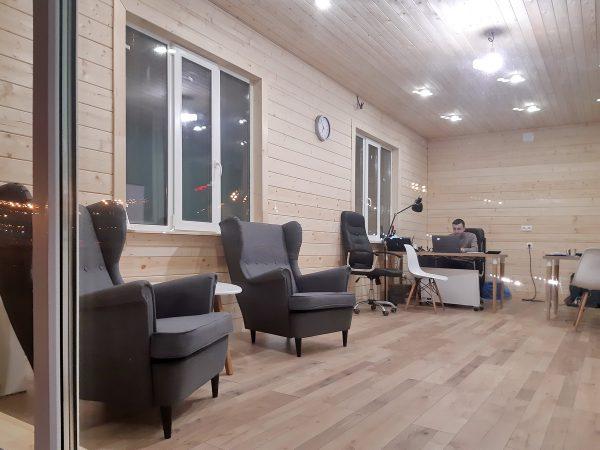 Просторные комнаты в каркасном доме компании Дачный рай
