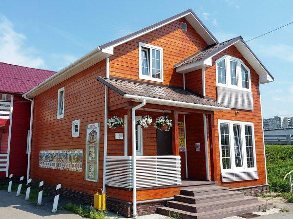 Каркасный дом с мансардой, эркером и террасой